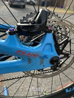 Pivot Switchblade Large XO1 Eagle Carbon Wheels